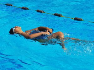 1194417_kids_on_swimming.jpg