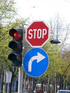 296495_stop_and_turn_right.jpg