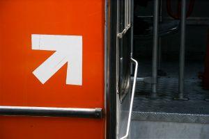 375_arrow_at_a_bus_door.jpg