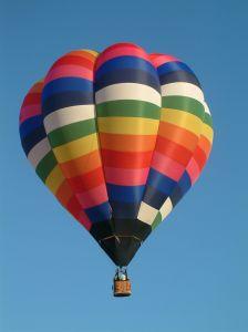 946105_balloon_in_blue_sky.jpg
